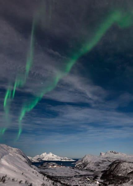voir aurores boréales nuages norvege tromso
