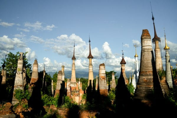 Stupas In Dein Lac inle en birmanie