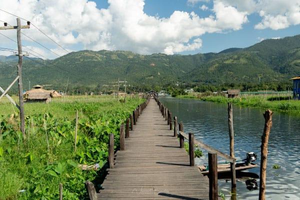 village flottant lac inle en Birmanie