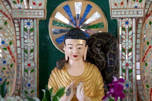 pagode bouddha serpent python lac inle Birmanie