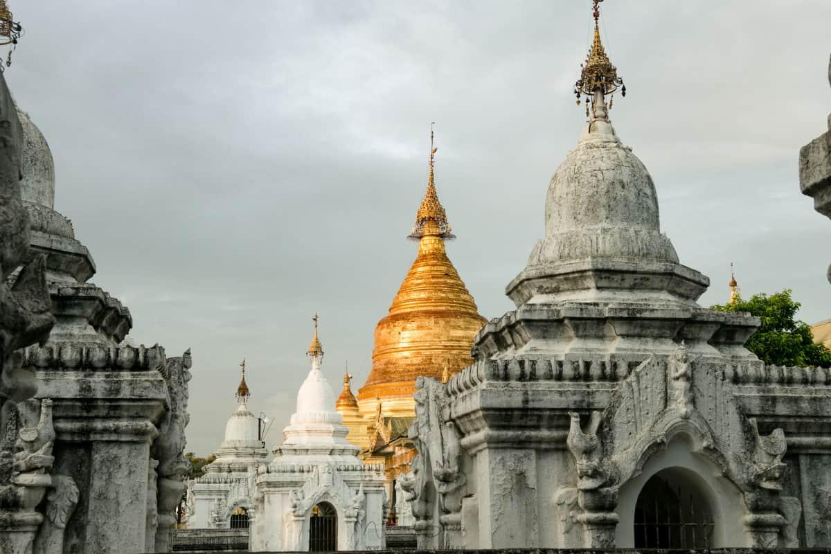 Pagode Kuthodaw à Mandalay en Birmanie