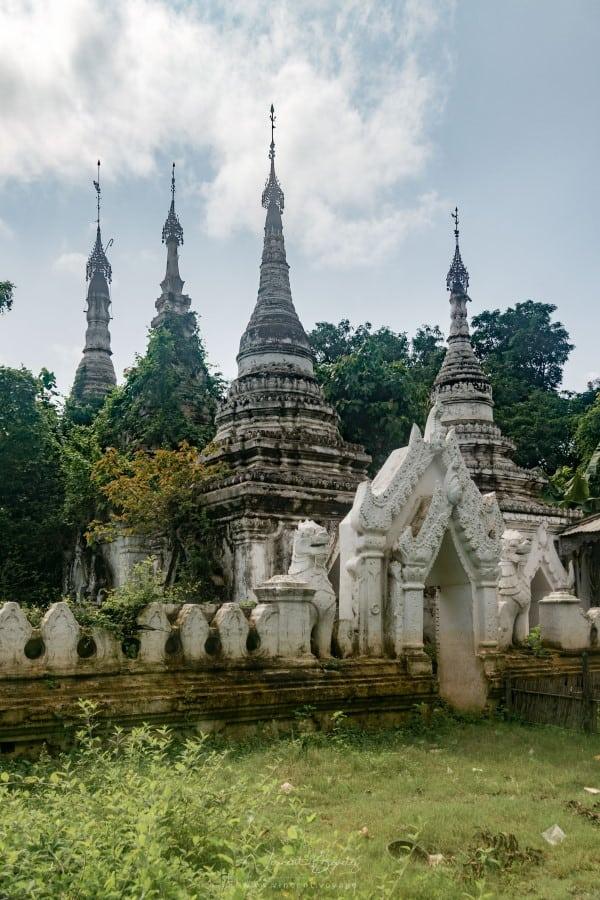 Des pagodes dans la cité d'Inwa à Mandalay