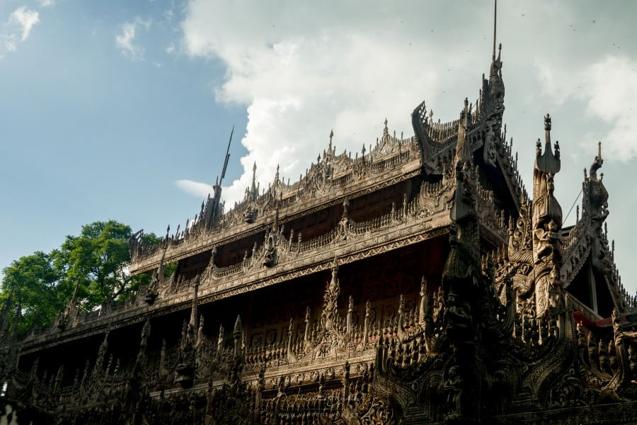 Toit du monastère Kyaung Shwenandaw à Mandalay