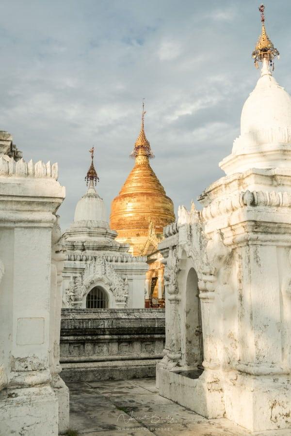 Pagode Kuthodaw et stupas
