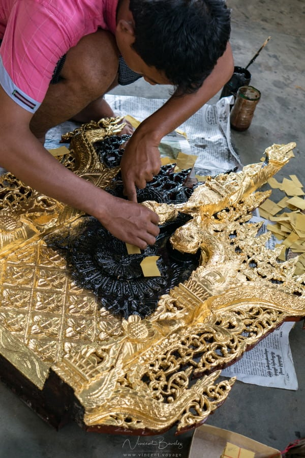 Fabriques feuilles d'or Mandalay en Birmanie