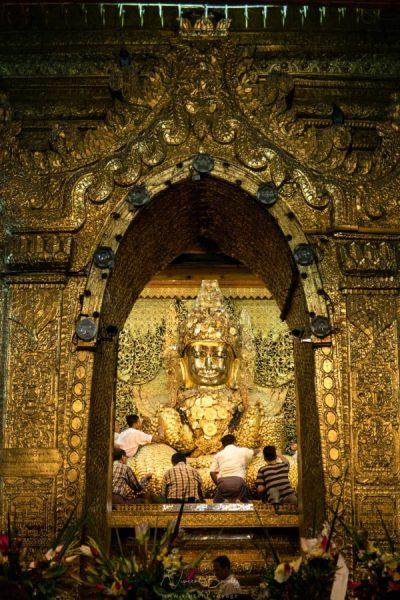 Pagode Bouddha Mahamuni à Mandalay Birmanie