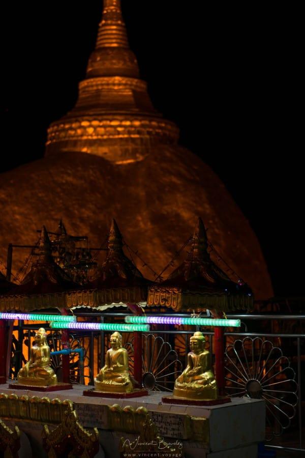 Rocher d'or mont kyaiktiyo birmanie statues