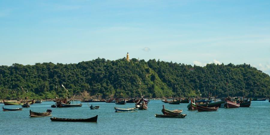 plage bateaux de pecheurs Ngapali Arakan Birmanie Informations | Blog Vincent Voyage