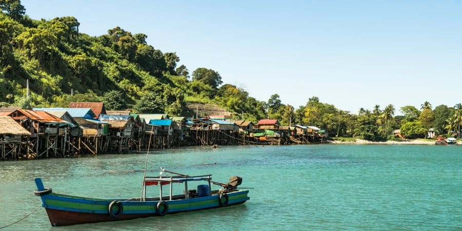 plage bateaux et village de pecheurs Ngapali Arakan Birmanie Informations | Blog Vincent Voyage