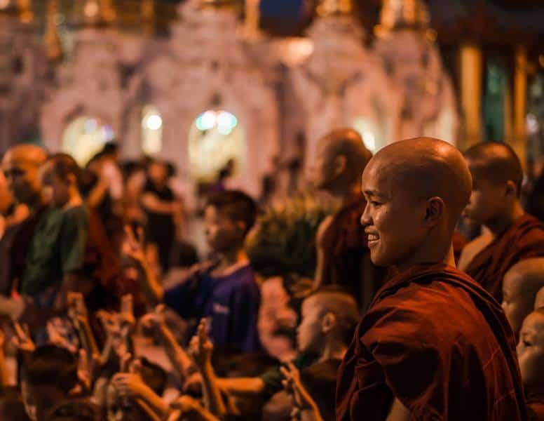 jeune moine Yangon pagode shwedagon Birmanie | Blog Vincent Voyage