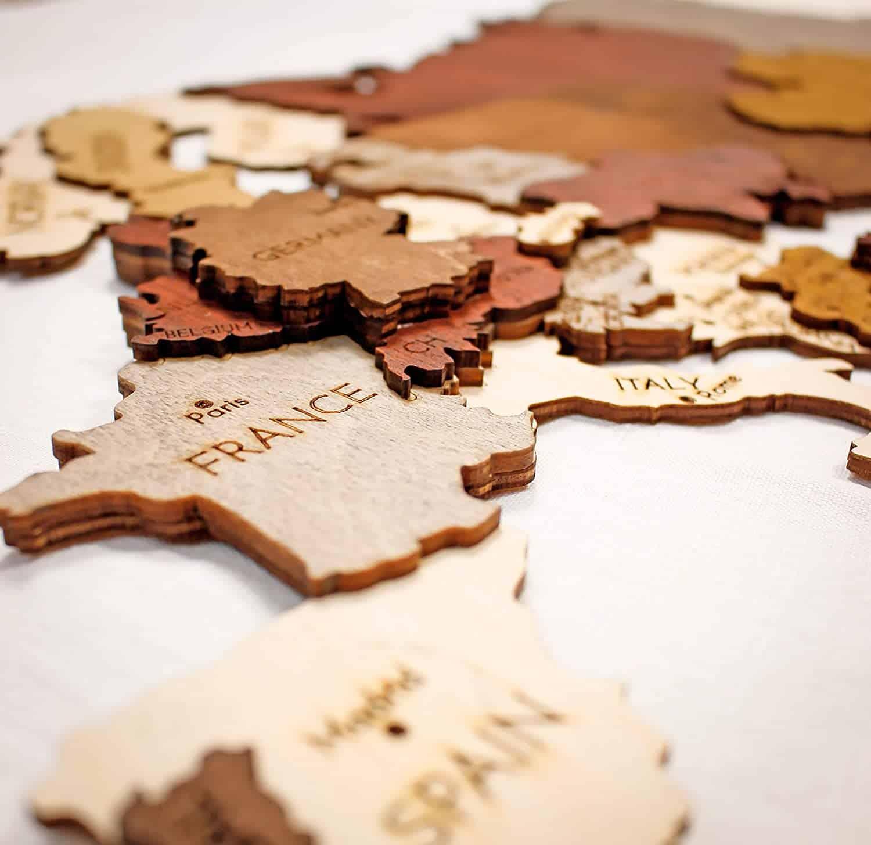 Carte murale en bois