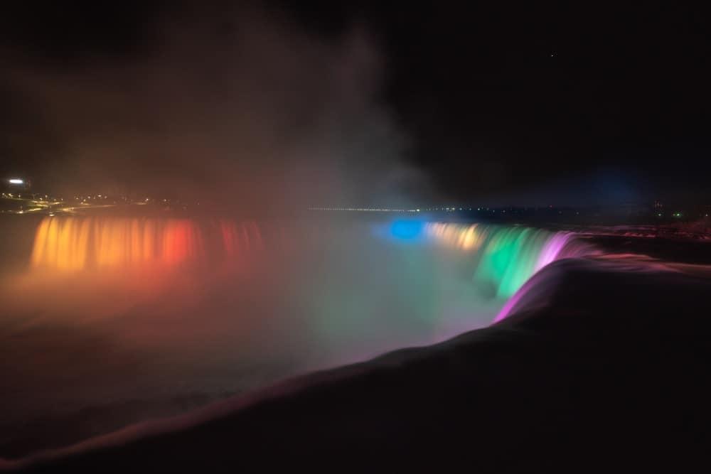 chutes du niagara de nuit Canada | Blog Vincent Voyage