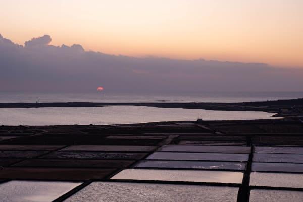 Coucher de soleil sur les Salinas de Janubio à Lanzarote