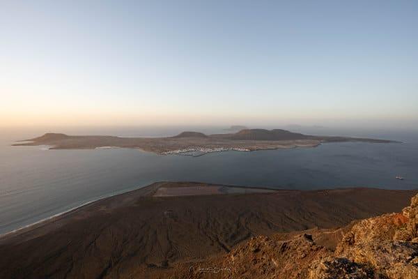 La graciosa depuis Mirador del Rio à Lanzarote au coucher de Soleil