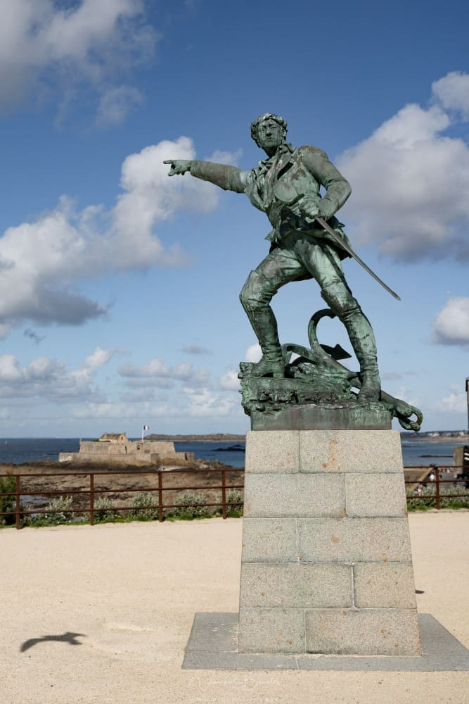 statue surcouf saint malo