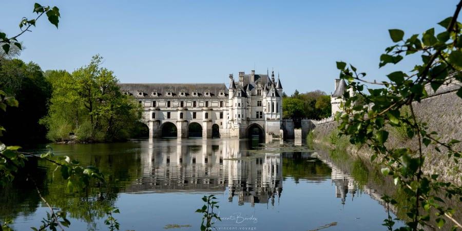 château de Chenonceau et réflexion dans le Cher