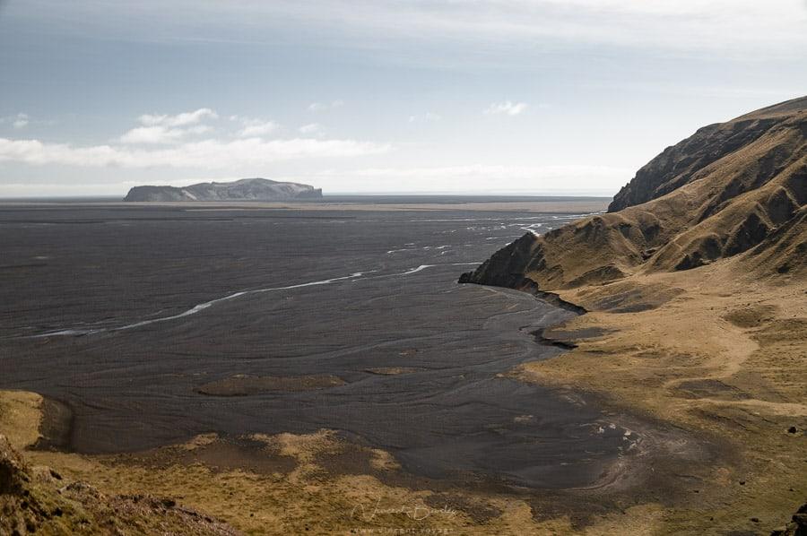Paysages sable noir sur la côte sud de l'Islande