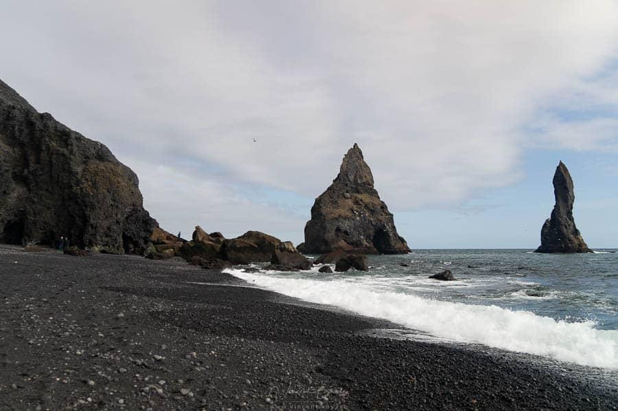 plage de Reynisfjara à Vik en sable de noir en Islande