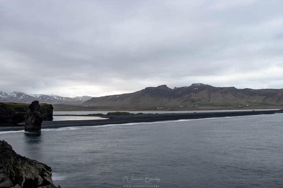 Falaises de Dyrholaey en Islande plage de Vik