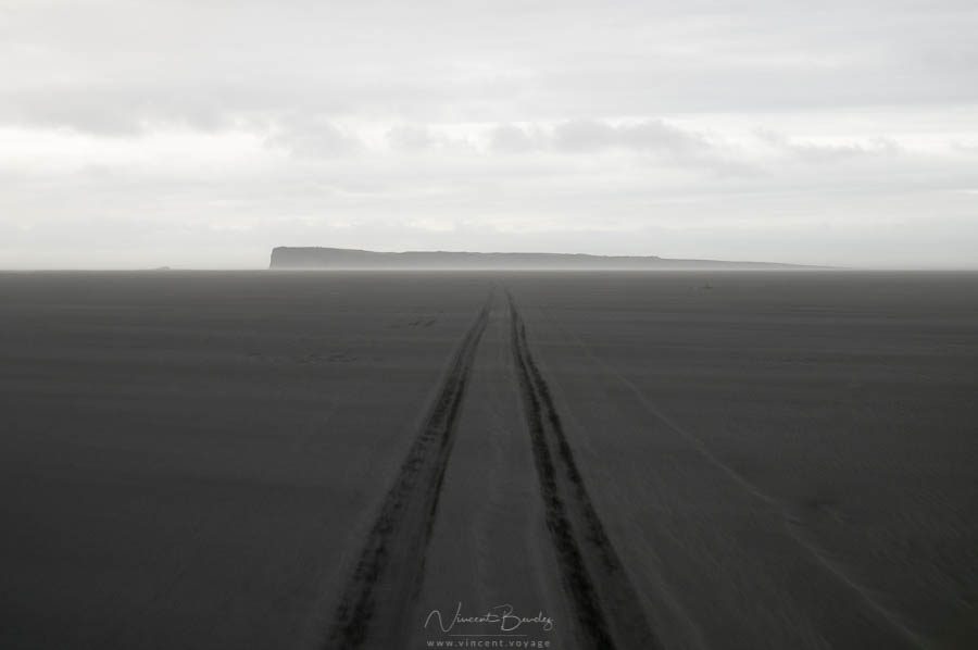 Cap Ingolfshofdi en Islande plage sable noir