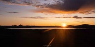 Photo d'un Lever de soleil en Islande au bord d'un lac