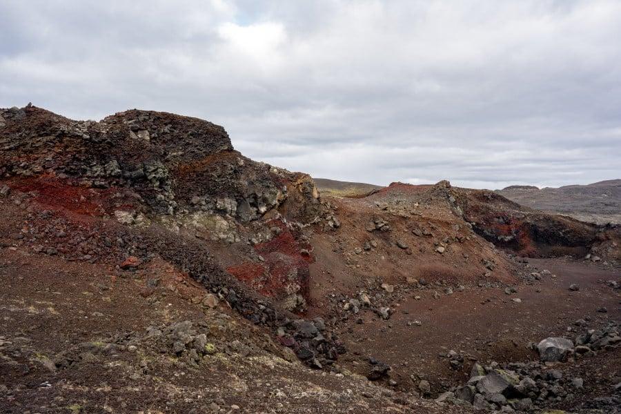 Cratère dans La péninsule de Reykjanes en Islande