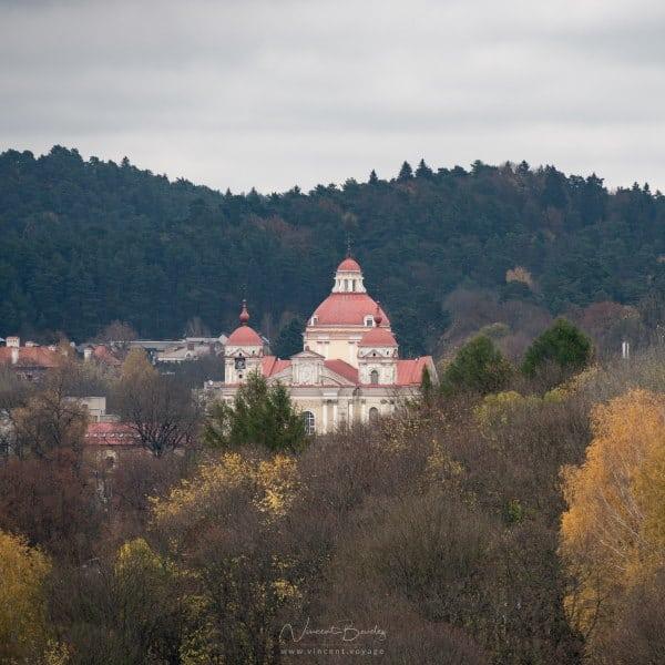 Eglise de Vilnius en Lituanie dans les bois
