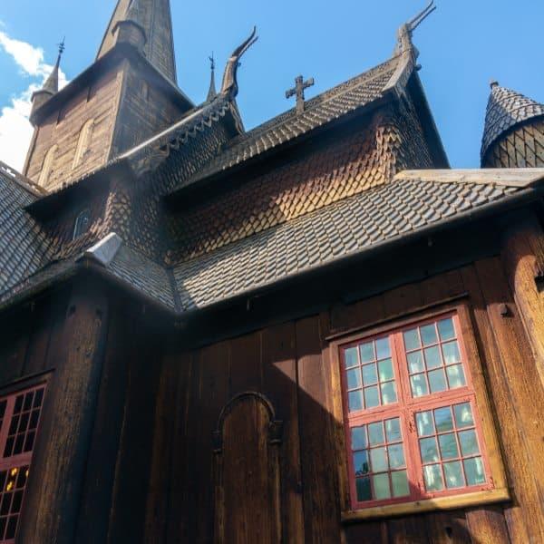 stavkirke eglise en bois debout en Norvège Lom | Blog Vincent Voyage
