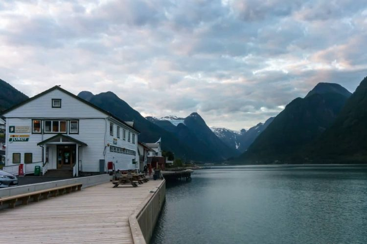 Village de Fjaerland région des fjords en Norvège