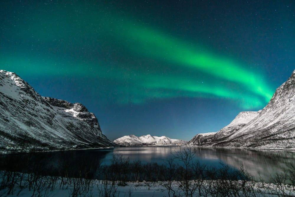 Aurores boréales sur Kvaloya à Tromso