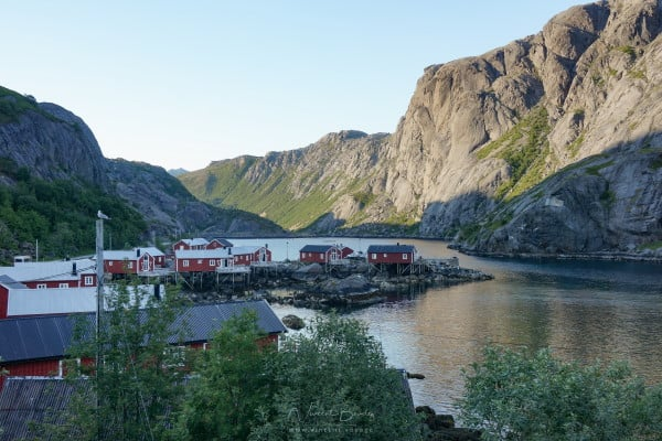 village de Nusfjord dans les Iles Lofoten en été