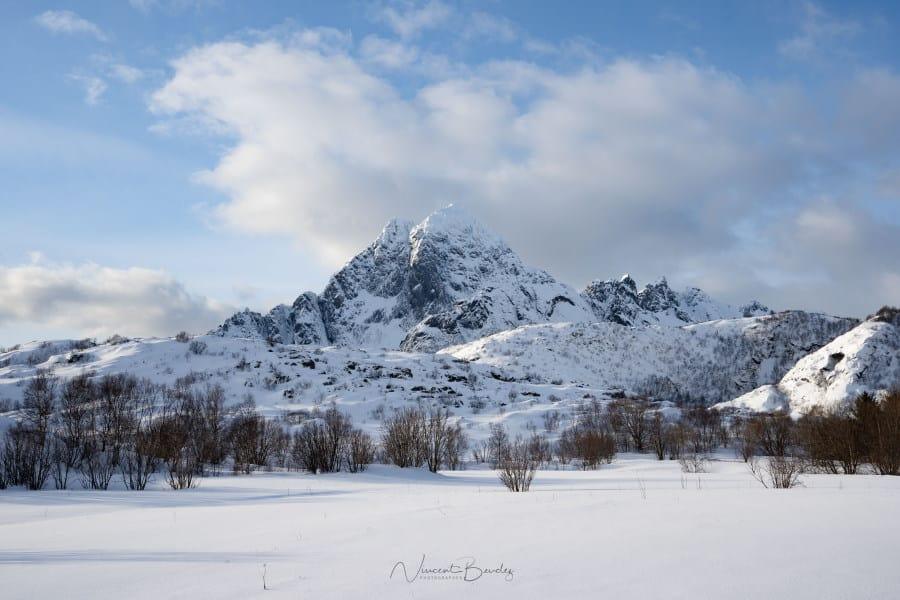 montagne aux iles Lofoten en Norvège