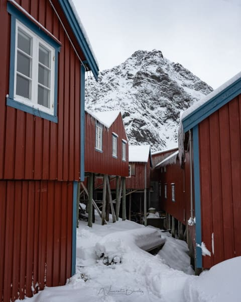 village A i lofoten maisons rouges en hiver