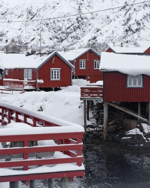 Maisons rouges village A i Lofoten en Norvège