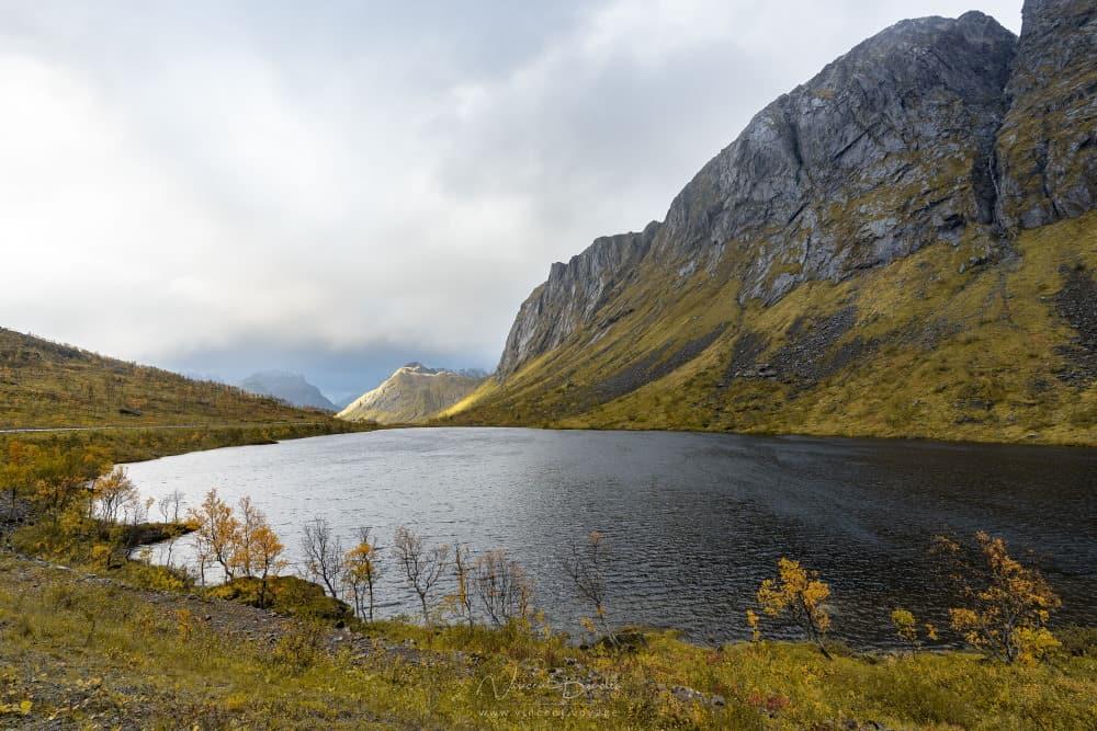 Lac Bergsbotn sur ile de Senja Norvège