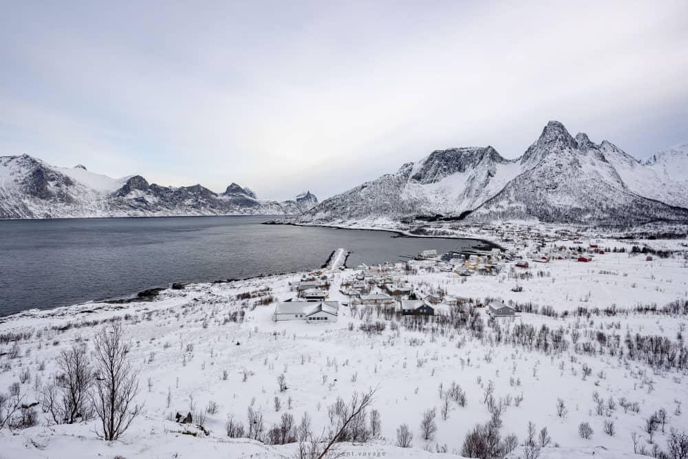 Mefjordvaer vue montagnes sur Senja Norvège