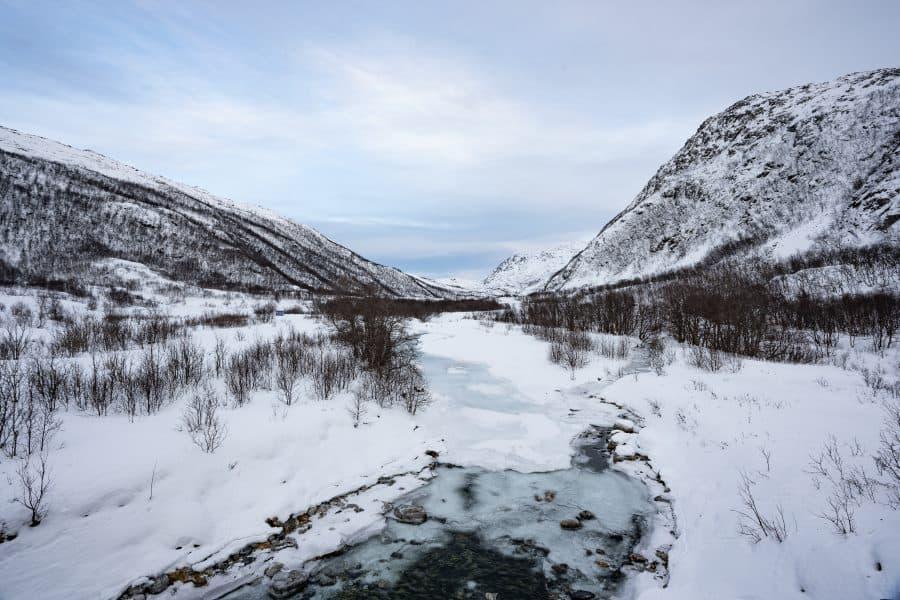 Rivière gelée tromso ringvassoya en Norvège | Blog Vincent Voyage