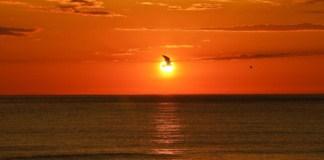 soleil de minuit iles lofoten plage uttakleiv Norvège | Blog Vincent Voyage