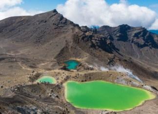 Randonnée Tongariro Nouvelle Zélande lacs emerald lakes | Blog Vincent Voyage