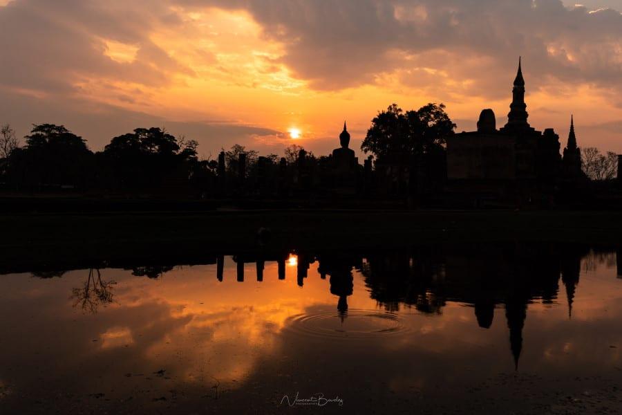 Photo de Lever de soleil à Sukhothai en Thailande