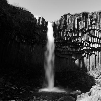 cascade islande Svartifoss | Blog Vincent Voyage
